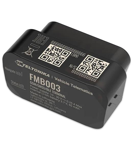 gps do samochodu fmb003 czarny kolor widac napisy specyfikacyjne, mały rozmiar