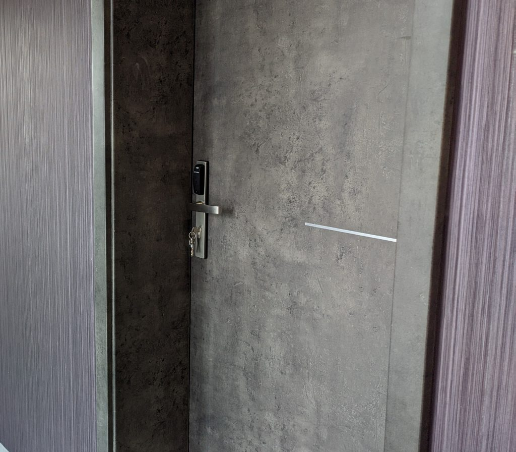 realizacja montaż zamków w centrum szkoleniowym wygląd drzwi z zainstalowanym zamkiem