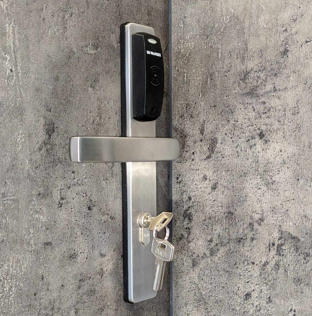 zamki hotelowe nasze realizacje widok zamka zainstalowanego w drzwiach